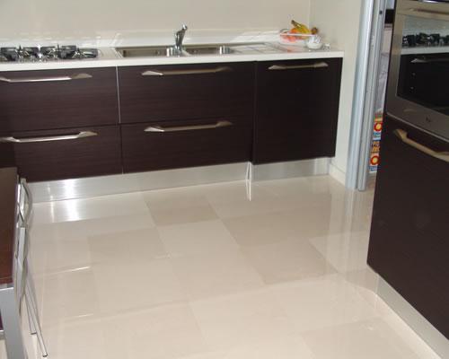 Pavimento In Pietra Di Trani : News biancone di trani pavimenti rivestimenti piatti doccia